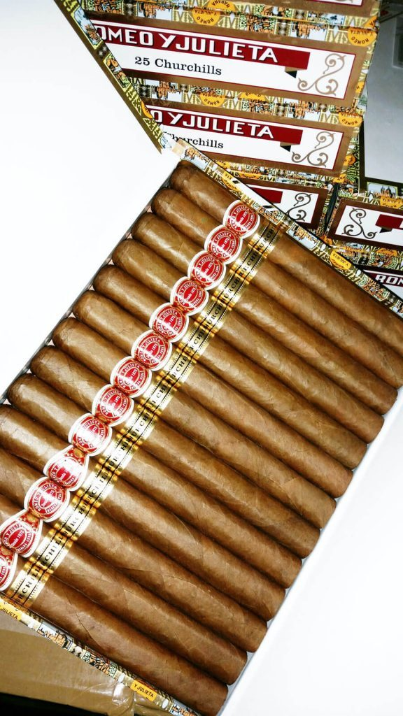 Romeo Y Julieta Churchill: The Perfect Cigar For A Smoking Super Bowl | Quill & Pad